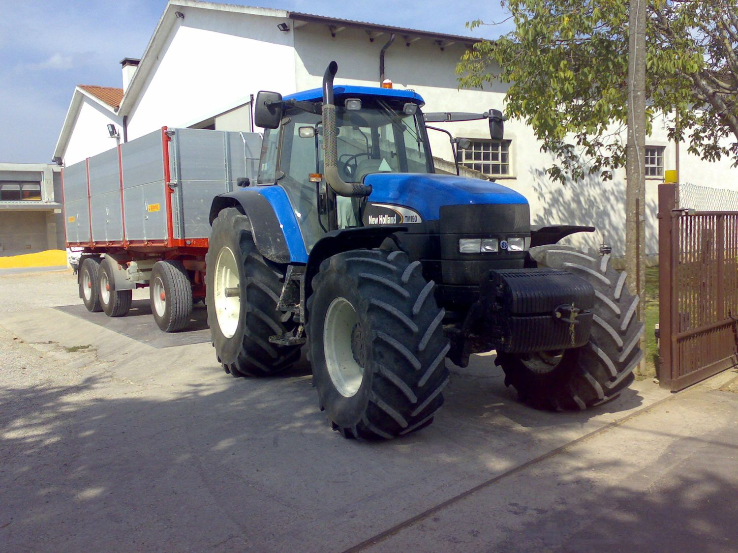 [Resim: New_Holland_Tm190_pastorello.jpg]